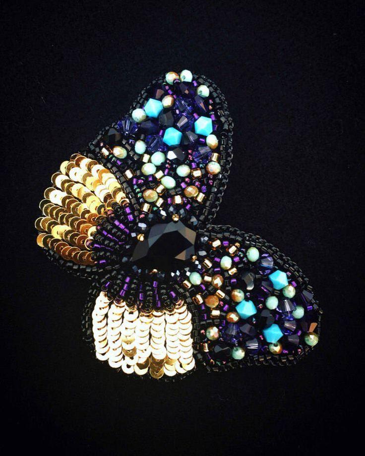 BROOCH BUTTERFLY SWAROVSKI ultra-violet Exclusive jewelry Accessories Broche violette Papillon brodée bijou pour femme unique par JewelrybeadsTresors sur Etsy https://www.etsy.com/fr/listing/578366512/brooch-butterfly-swarovski-ultra-violet