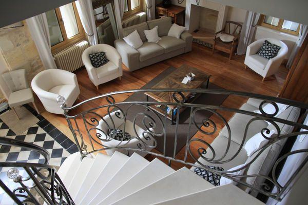 Gîtes et Chambres d'Hôtes de charme pour vos vacances au coeur du Vignoble Blayais, au Château Haut Bourcier. Piscine chauffée et couverte, ...