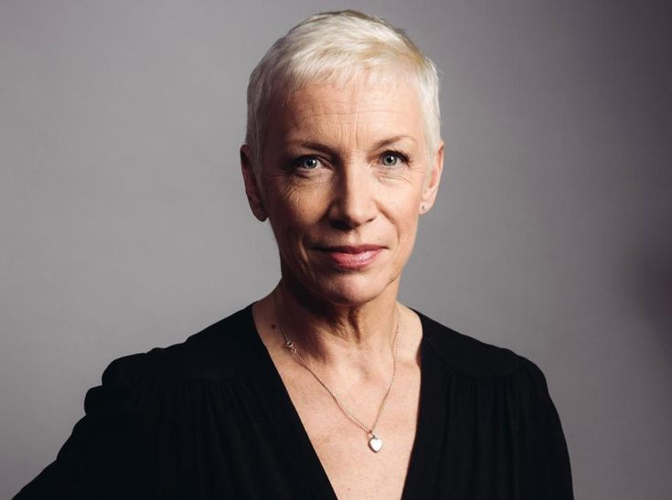 Los Angeles 'new music' radio station tells Annie Lennox she has 'potential' and they might be interested in playing her songs: #annielennox