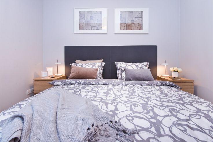 Sypialnia z wykorzystaniem miękkich paneli ściennych 3D Fluffo, Fabryka Miękkich Ścian (kolekcja DUNE). Projekt i realizacja by: www.homeglamournow.com