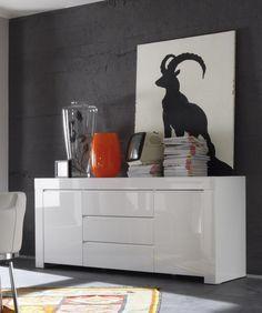 Gestalten Sie Ihren Wohnraum hell, freundlich und modern zugleich. Aktuelle Fronten in weiss hochglanz sowie ausreichend Stauraum lassen keine wünsche offen. Sideboard weiss echt hochglanz lackiert 12-00887