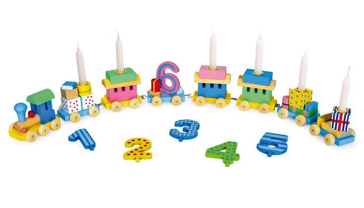 Een absoluut noodzakelijke decoratie voor iedere verjaardagstafel is deze trein met de uitwisselbare cijfers 1 - 6 en wagons voor 6 kleine kaarsen! Kaarsen in wit of rood meteen bijbestellen!