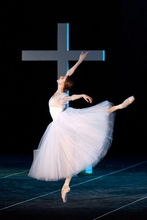 Svetlana Zakharova as Giselle.  Photo by Silvia LelliSvetlana Zakharova Gisele, Art Ideas, Dance Ii, Beautiful Strength, Ballerinas Princesses, Silvia Lelli, Dance 3, Ballet Man, Bolshoi Ballet