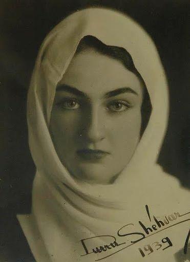 Dürrüşehvar Sultan. 26 Ocak 1914'te doğdu. 7 Şubat 2006'de vefat etti. Son Osmanlı halifesi II. Abdülmecid'in kızı ve Berar Prensi Navab Azam Şah'ın eşi. Babası Abdülmecid Efendi vefat ettiğinde Türkiye'ye geldi. Babasının Türkiye'de gömülmesi için devlet yetkilileriyle görüştü. Babasının naaşı 10 yıl Paris'te bir camiide bekledi. İzin çıkmayınca babası Medine'de gömüldü.