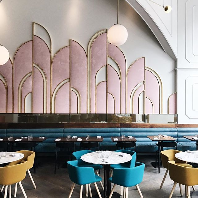 I'm not sure which I love more about @orettatoronto, their decor or their meatballs, but I could only share one with you so there's lots more interiors eye candy from this TDF Toronto restaurant up on the bl👌🏻g right now!! I left this place wanting to become either a restaurant designer or an Italian chef but will happily settle for volunteer pizza tester in the meantime. 😍🍕🍷🍝🍰☕️  .  .  .  .  #oretta #orettatoronto #mytinyatlas #restaurantdesign #torontofood #torontorestaurants…