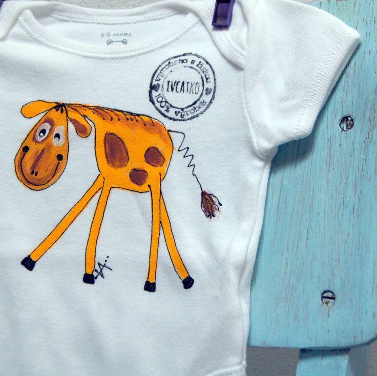 Bílé malované body s žirafátkem 0-3 měsíce - nové bavlněné body bílé - 100% bavlna - barva bílá, klasické tři patentky mezi nožkama, překlad na ramínku - ručně malované - motiv žirafky, signováno, otisk originálního razítka - ihned dostupné - vel. 50-56 - krásný a luxusní dárek pro narozené miminko. Na přání dopíši i jméno nebo Váš osobní vzkaz! Pro ...