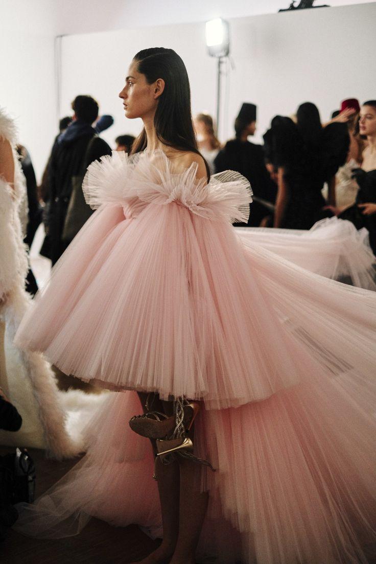 Haute Couture Parigi: nel backstage della sfilata di Giambattista Valli