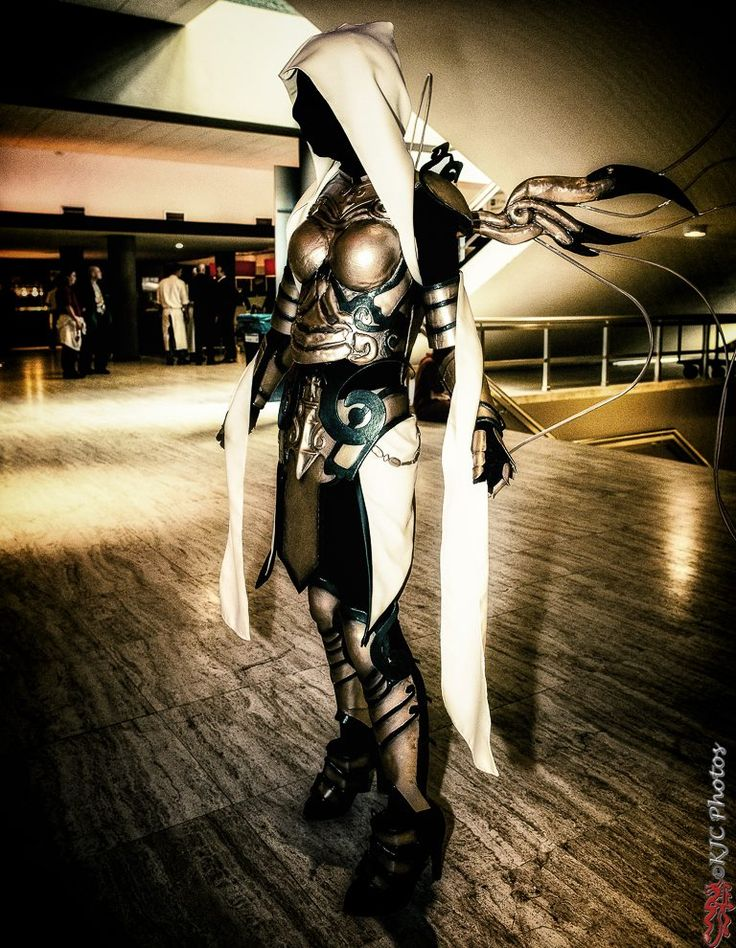 Cosplay of the Day: Auriel from Diablo 3 I love cosplay.