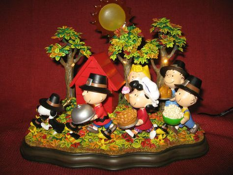 PEANUTS THANKSGIVING STATUE LIGHTED SNOOPY CHARLIE BROWN GANG