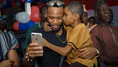 WATCH EMOTIONAL MOMENT NIGERIAN MUSICIAN FLAVOUR MET WITH BLIND BOY WHO IS ONE OF HIS BIGGEST LIBERIAN FANS