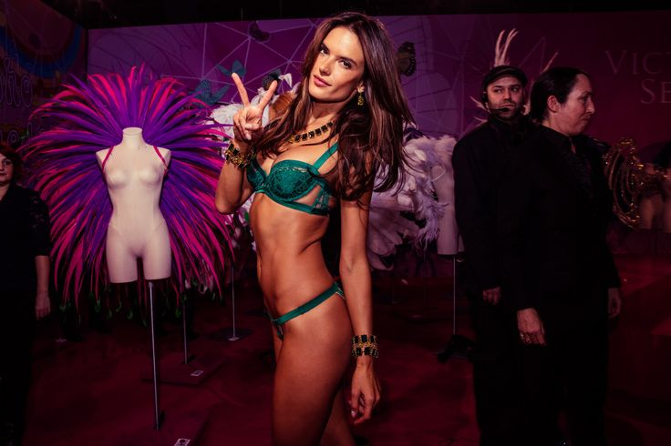 victoria-secret-fashion-show-2015-ss24.jpg