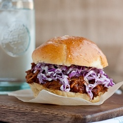 Spicy Pulled chicken by portuguesegirlcooks: Homemade Cheddar, Chicken Recipes, Pulled Chicken, Yummy Food, Cheddar Buns, Chicken Burgers, Favorite Recipes, Spicy Pull, Pull Chicken Sandwiches
