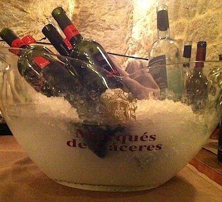 Cubitera de Marqués de Cáceres con vinos de Croacia. Foto hecha en Croacia.