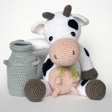 Klaartje the cow amigurumi pattern by Christel Krukkert