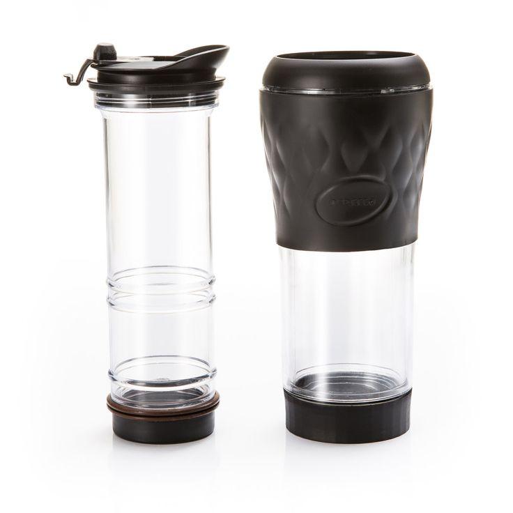 Quer praticidade ao fazer um café? E que tal levá-lo com você onde desejar? Chegou a Pressca, a cafeteira com sistema exclusivo de infusão e extração, e que garante um café delicioso de um jeito simples e rápido. Você mesmo faz e, em poucos minutos, pode apreciar o café que mais gosta com o máximo do sabor. Basta adicionar pó de café e água quente na quantidade desejada e aguardar poucos minutos para uma experiência marcante. Além disso, você pode levar a cafeteira para onde você for. Com a…