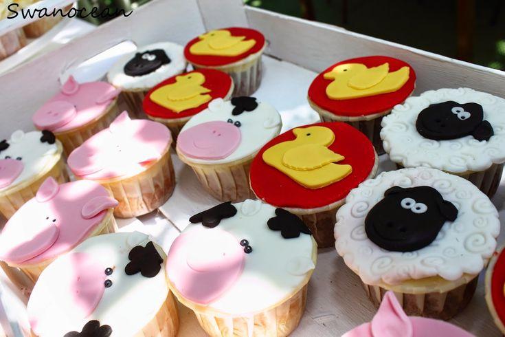 Alexander-John's christening barn-farm theme party. Dessert table, cupcakes with sugarpaste-Η βάπτιση του Αλέξανδρου-Ιωάννη Θέμα ζώα της φάρμας