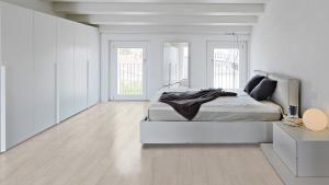 #BEDROOM《#Pamesa#ceramica#pamesaceramica#floortiles#walltiles #flooring#decor#interiors#azulejos#revestimiento#fliesen#carrelage#architecture#interiors#design#arquitectura#design#reformas#designlovers#architecturelovers#tileslover#gres #porcelain #tile #porcelanico #habitación #room #home