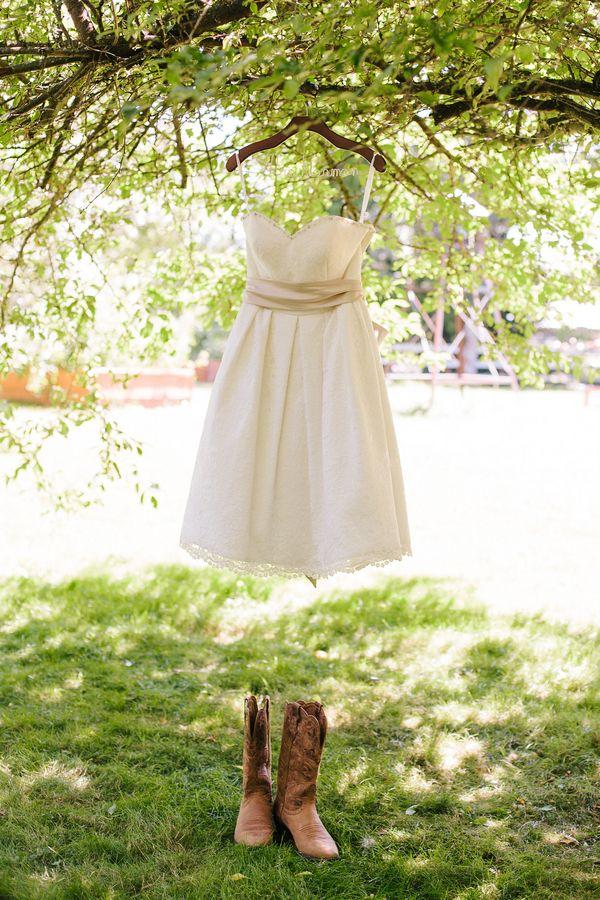 Wedding dress and cowboy boots eryn kesler photography for Short wedding dress with cowboy boots
