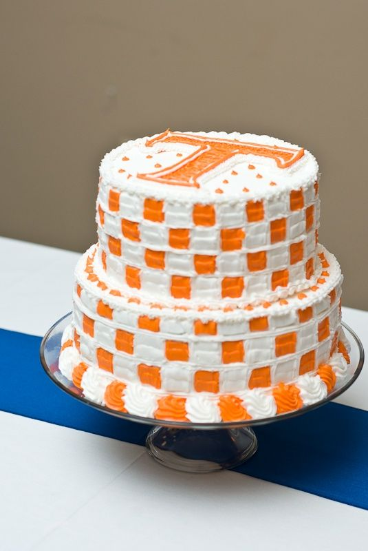 ThanksTennessee Vols Football Groomsmen Cake #Wedding awesome pin