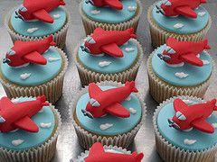 Uma nova frota decolando... (Elaine Russo Arte com Acar) Tags: airplane cupcake avio