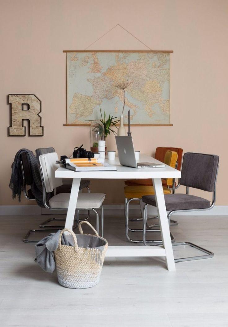 Bestseller: de Ridge Rib stoel van Zuiver! Deze stijlvolle eetkamerstoel met ribstof en sledeframe is makkelijk te combineren én zit super comfortabel.