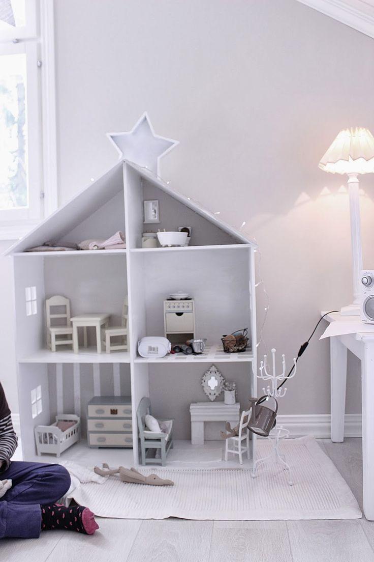 ...bookshelf dollhouse...