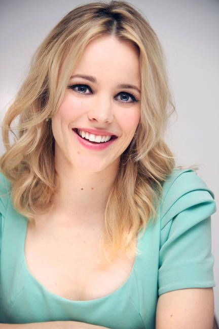 Famous Actress Rachel McAdams From Mean Girls,The Hot Chick,The Notebook Time-Traveler's Wife Movies With Her Blonde,Classic Hairdo.