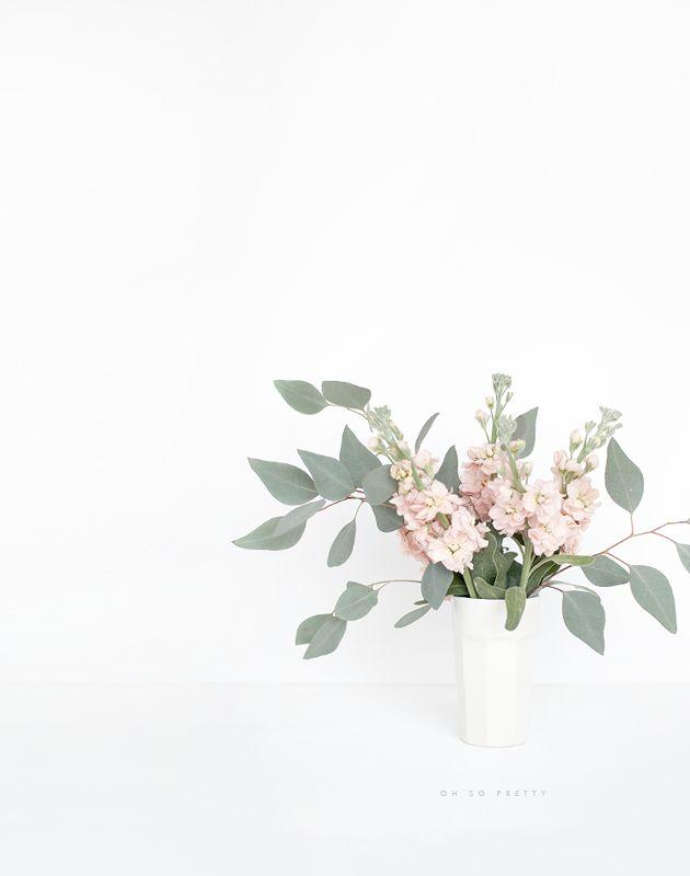 Las ramas de eucaliptus son geniales para floreros. Duran mucho, son fragantes y acompañan cualquier flor con su especial tono de verde.