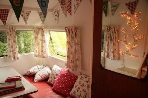 Vintage Caravan Interior at www.snailtrail.co.uk by eddie