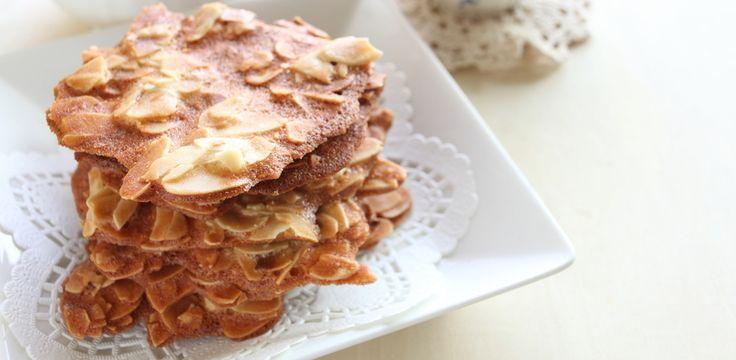 Préparation : 1. Préchauffez votre four à 210°C. 2. Fouettez les blancs d'oeufs et le sucre glace jusqu'à obtenir un mélange légèrement mousseux. Incorporez la farine et le beurre fondu…