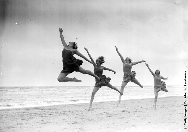 Margaret Morris dancers exercising on the sands at Saint-Idesbald.  August 1929  Details