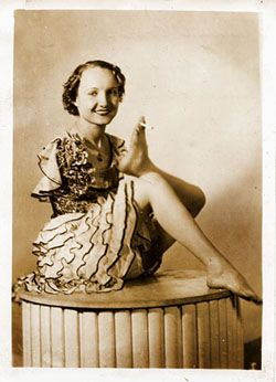 Frances O'Connor (1914-1982) was born without arms.  She was known as the 'Living Venus de Milo'.  She worked in the sideshow demonstrating everyday acts that she did with her feet.