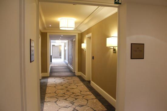 Four Seasons Hotel Baku: Hotel corridors