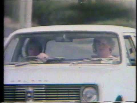 Holden cars - football, meat pies, kangaroos (Australian ad, 1970's) - YouTube