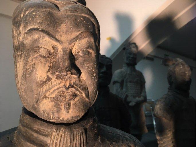 L'armée «Terracotta» de la Chine antique débarque à la gare des Guillemins - Liège (B)