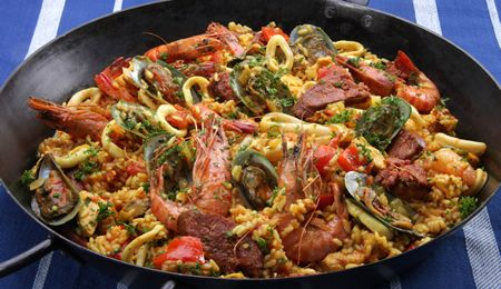 This easy seafood paella recipe will allow even the most inexperienced chef to produce an exciting and mouth-watering dinner