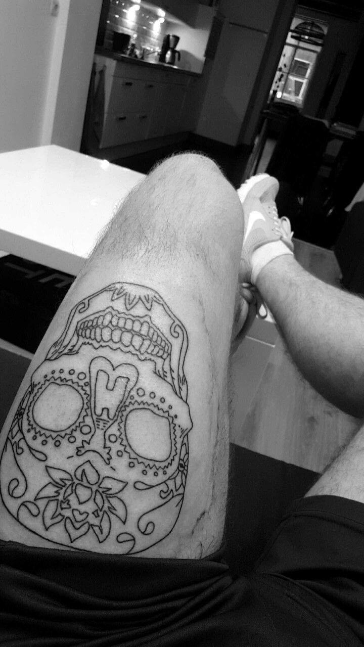 sugarskull thigh upper leg men tattoo