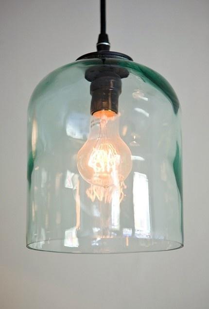 25 beste idee n over verlichte wijnflessen op pinterest fles lichten wijnflessen en glazen fles - Deco hangende toilet ...