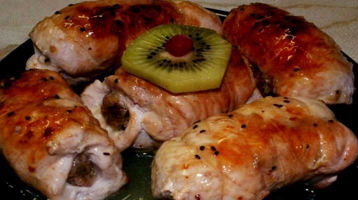Сочные рулеты из куриного филе с грибами и сыром