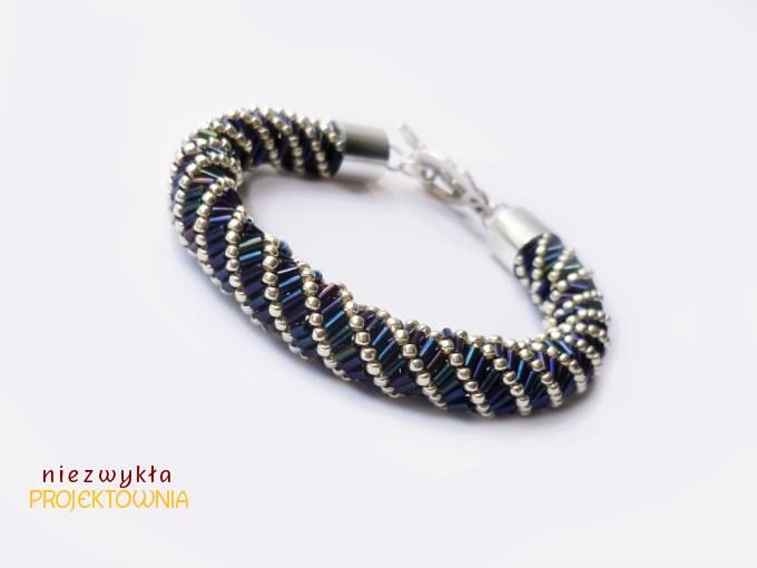 Efektowna bransoletka wykonana techniką russian spiral. Koraliki Toho w kolorze srebrnym plus rurki w przepięknym odcieniu Metallic Nebula - bardzo ciemny błękit z przebłyskami zieleni i fioletu. #beading #jewelry #bracelet #russianspiral #snake #metallic #nebula https://www.facebook.com/NiezwyklaProjektownia