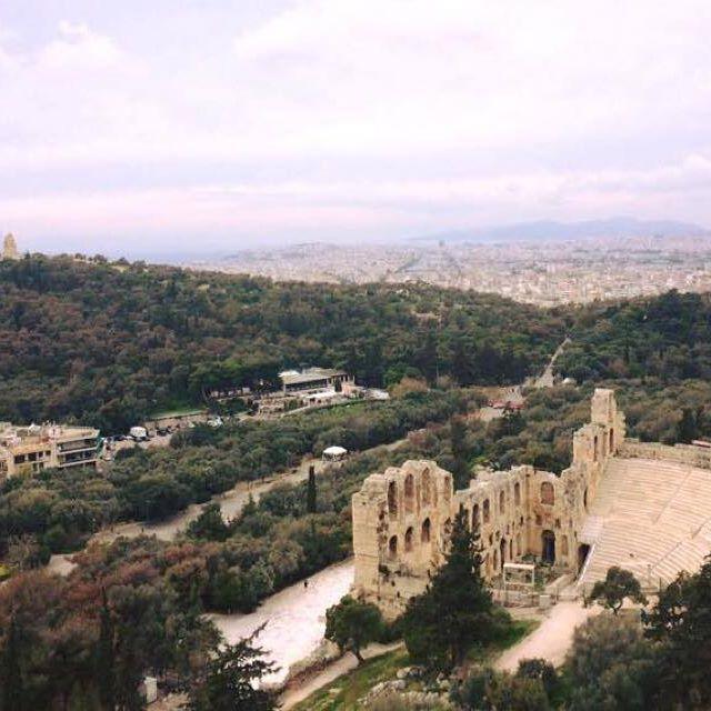 Amazing #view from the #Acropolis!⠀  ⠀  #citybreak #visitAthens #Athensview #Philopappou #doyouseetheships