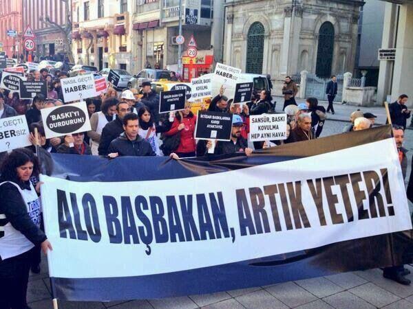 Gazeteciler Baskı ve Sansüre Karşı Yürüdü: Alo Başbakan, Artık Yeter! http://www.baskahaber.org/2014/02/gazeteciler-bask-ve-sansure-kars-yurudu.html