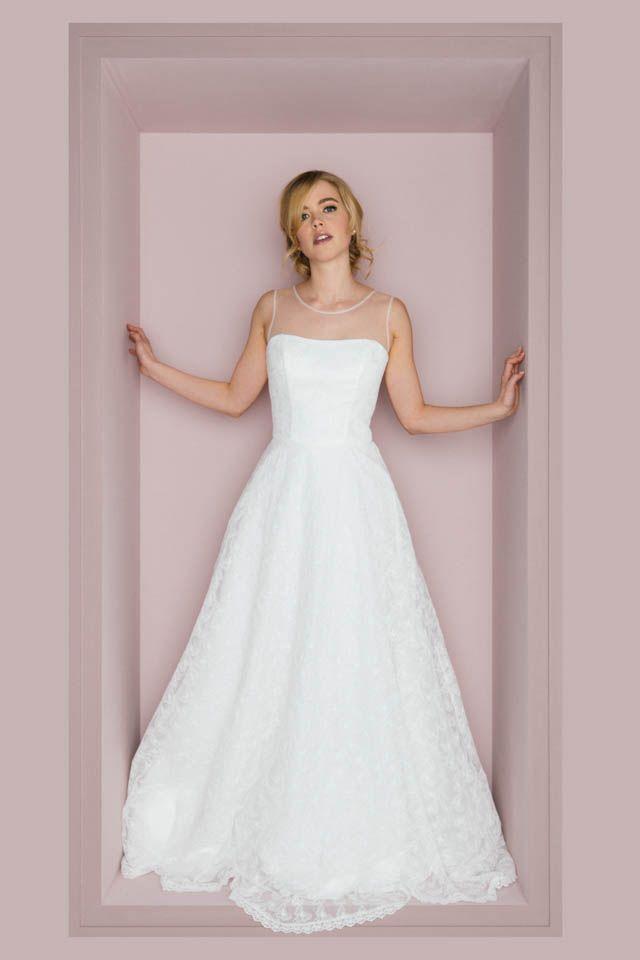 Hier Wartet Ein Richtig Schones Brautkleid Auf Dich