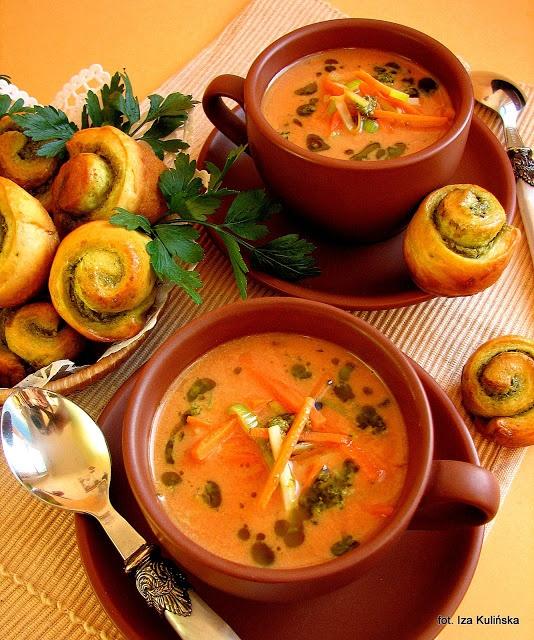 Smaczna Pyza: Pomidorowa mocno jarzynowa ze ślimaczkami - http://smacznapyza.blogspot.com/2013/02/pomidorowa-mocno-jarzynowa-ze.html