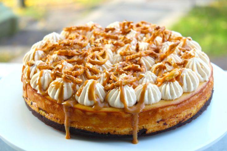 Här är den, cheesecakens BOSS! Haha! Den här bakade cheesecaken måste ni testa! Sjukt god! Perfekt kladdig chokladbotten och härligt krämig cheesecake med smak av salty caramel. Den här kommer...