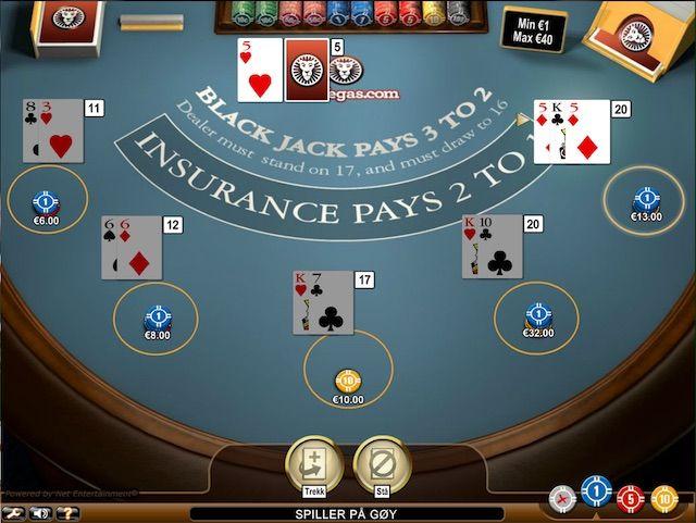 Blackjack Classic spilles med fire vanlige kortstokker på 52 kort (uten jokere). Kortstokkene stokkes før hver runde.