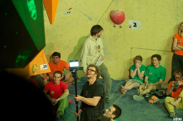 Udo Neumann shooting the HardMoves bouldering league finals, 2012
