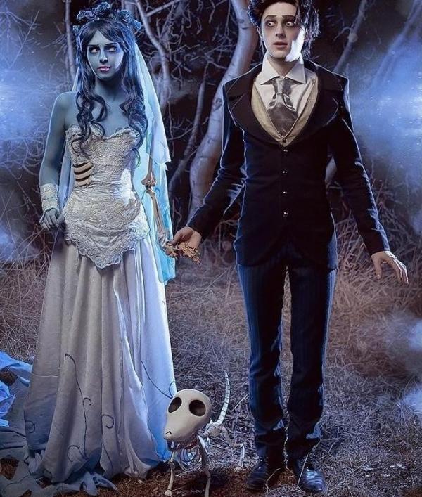 Cómo hacer un disfraz de novia cadáver para Halloween. Emily, el personaje principal de la famosa película de animación de Tim Burton, La Novia Cadáver (Corpse Bride) se ha convertido en uno de los disfraces más populares entre las chicas para lucir en la...