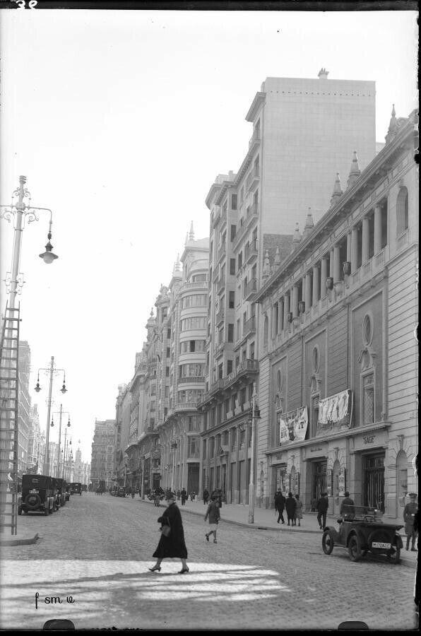 La entonces Av.Pí y Margall hacia 1930 f. A.Passaporte