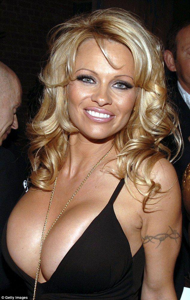 Un'imprevedibile Pamela Anderson ci sfugge di mano durante la breve intervista, svelando situazioni sconosciute col noto Avvocato Luca Di Carlo